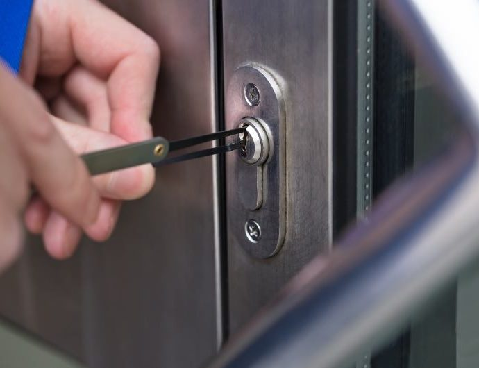 An expert guide to find the best lockout service!